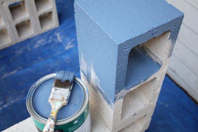 Betonelemek festése