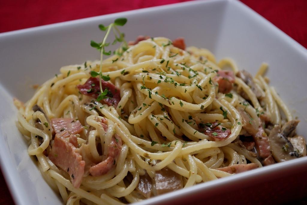 Sonkás, gombás spagetti